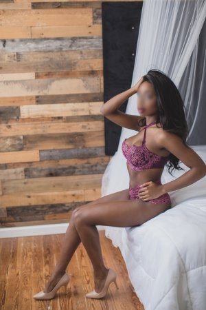 Brunaelle nuru massage
